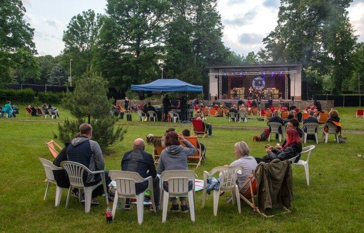 200 Besucher lauschten am Samstagabend dem Picknick-Konzert im Glauchauer Gründelpark ...