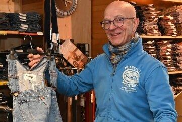 Jens Möckel ist auf der Suche nach einem Nachfolger für sein Jeans-Geschäft in Zwönitz. Seit 30 Jahren hat er durch seine gute Beratung viele Stammkunden gewonnen.