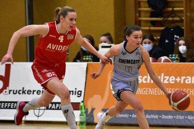 Nicole Brochlitz (rechts) zeigte am Samstag gegen Rotenburg ein ganz starkes Spiel. Die junge Chemnitzerin war dribbelstark und mit 17 Punkten beste Werferin der Chemcats.