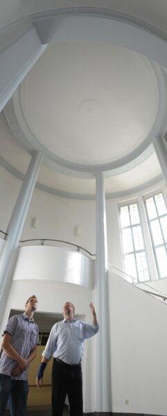 """<p class=""""artikelinhalt"""">Das Eingangsportal ist eines der Schmuckstücke des Hauses. Wie alle Räume, wurde des vor der Auktion präsentiert. </p>"""