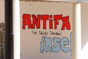 Stein des Anstoßes: ein Graffito am Schloßteichpavillon. Urheber konnte die Polizei nie ermitteln.