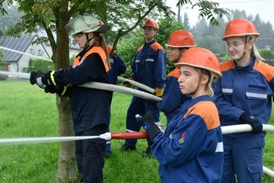 Mitglieder der Jugendfeuerwehr Rohrbach trafen sich zu ihrem 31. Zeltlager. Neben Spiel und Spaß gehörten auch praktische Übungen zum Programm, unter anderem ein Löschangriff.
