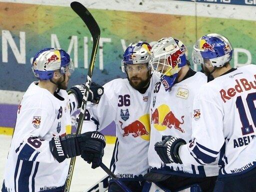 Yannic Seidenberg (Nummer 36) bringt München in Führung