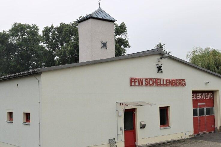 Zu klein und nicht mehr auf dem Stand der Zeit: Das bestehende Feuerwehrgerätehaus Schellenberg hat bald ausgedient. Dafür soll ein Neubau entstehen.
