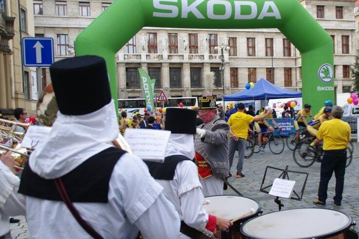 Zur Etappenankunft der Europäischen Friedensfahrt am Samstag in Prag wurde vom Musikkorps Olbernhau und seinem ersten Trompeter Jan Vogel die Fanfare der Internationalen Friedensfahrt intoniert.