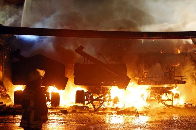 In der Nacht zu Dienstag brannte in Neukirchen ein Strohlager.