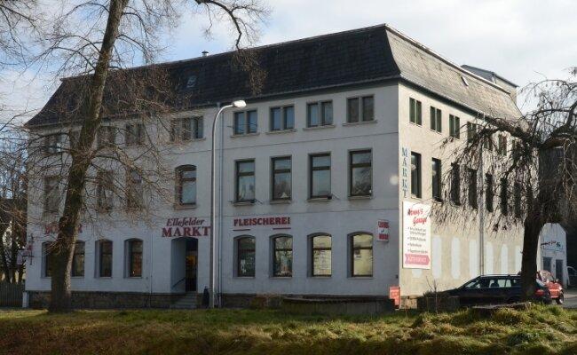 Das Gebäude Hauptstraße 34 ist bisher als Ellefelder Markt bekannt - verkauft wird hier allerdings nichts mehr. Der Umbau soll 2022 starten und mehrere Jahre dauern, die Kosten werden auf 3,1 bis 3,5 Millionen Euro geschätzt.