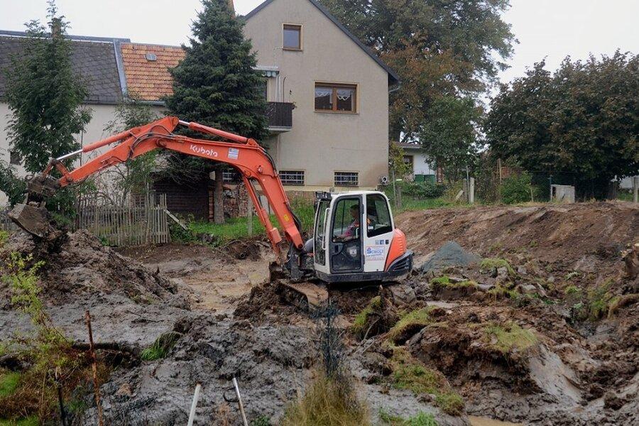 Der Dorfanger Eich, lange verpachtet, wird wiederhergestellt. Dazu gehört die Sanierung des sogenannten Oberen Teiches, der nicht mehr dicht war. Sein Damm wird verstärkt und ein Teichmönch eingebaut.