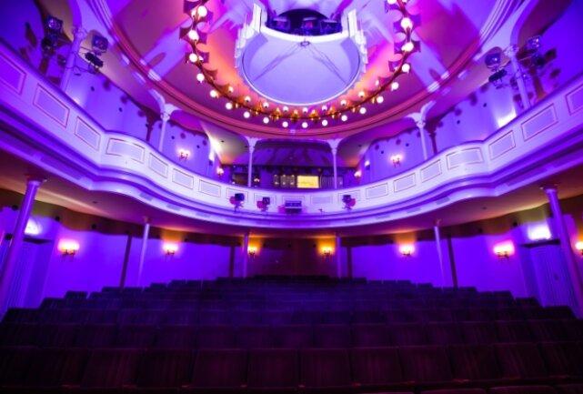 Nach wie vor sind die Stuhlreihen im Eduard-von-Winterstein-Theater in Annaberg-Buchholz leer. Die Einrichtung befindet sich noch immer in der Zwangspause. Ob das Ensemble im Sommer wieder auf die Freilichtbühne an den Greifensteinen umzieht, ist noch nicht entschieden.
