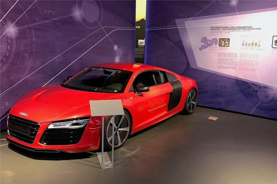 """Schneller, tiefer, breiter? Elektrischer Supersportwagen Audi R8 """"E-Tron"""" als Zukunftsmodell in der Sonderschau """"Auto-Boom""""."""