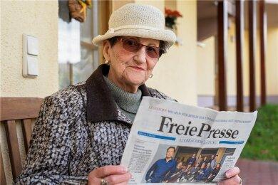 """Immer mit Hut und adrett: Mundartautorin Renate Mönnich (84) schuf vor über 25 Jahren """"de Meta"""" und hat sie seither als """"Marke"""" in der Auerbacher Lokalausgabe der """"Freien Presse"""" institutionalisiert."""