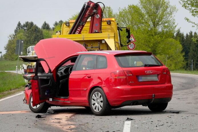 Schwerer Autounfall zwischen Marienberg und Lauta