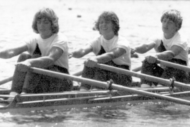 Auf dem Weg zum Sieg im Vorlauf: Bei den XXI. Olympischen Sommerspielen 1976 in Montreal saß die Rittersgrünerin Roswitha Zobelt (links) am Schlag im DDR-Doppelvierer im Rudern. Nach einer souveränen Qualifikation legten die Frauen fünf Tage später einen überlegenen Start-Ziel-Sieg nach und durften nach 1. Plätzen bei Europa- und Weltmeisterschaften erstmals über Olympia-Gold jubeln.