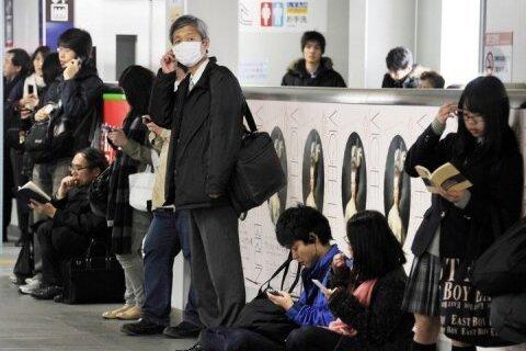 Viele Tage zeigten Fernsehbilder Japaner, die äußerlich ruhig und gefasst auf die apokalyptisch anmutenden Katastrophen in ihrem Land reagierten. Doch angesichts der drohenden Atomkatastrophe ist auch Tokio zu einer anderen Stadt geworden.