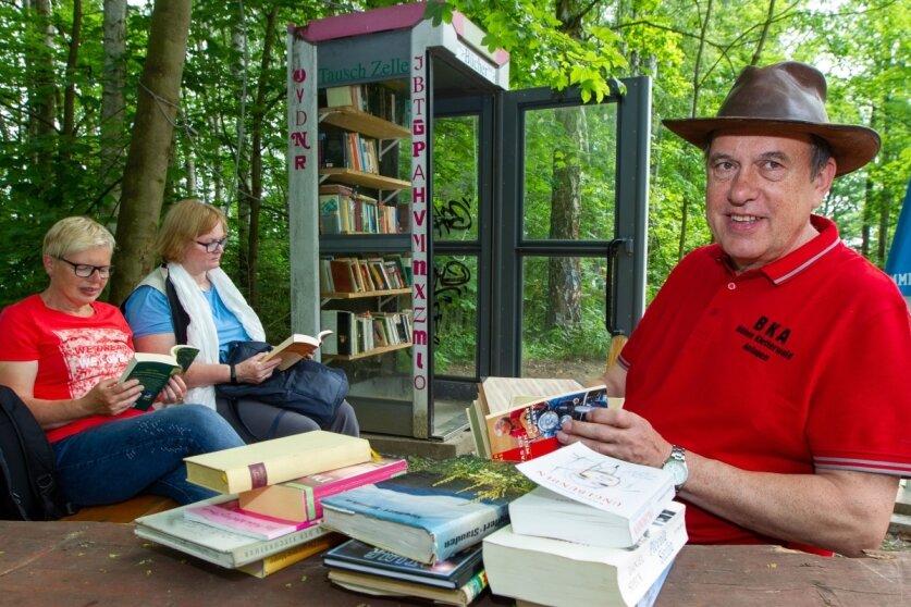Bücherzelle an der Pöhl lädt zum Schmökern ein