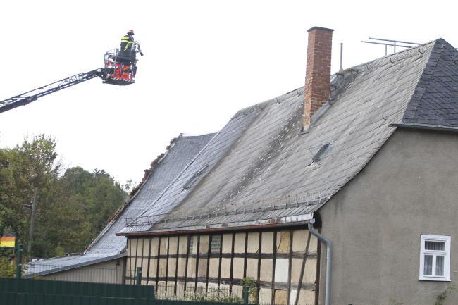 Der Notarzt kam am Tag des Brandes mit dem Hubschrauber nach Alt-Chrieschwitz. Der Schaden hielt sich in Grenzen. Die Feuerwehr konnte den Brand schnell löschen.