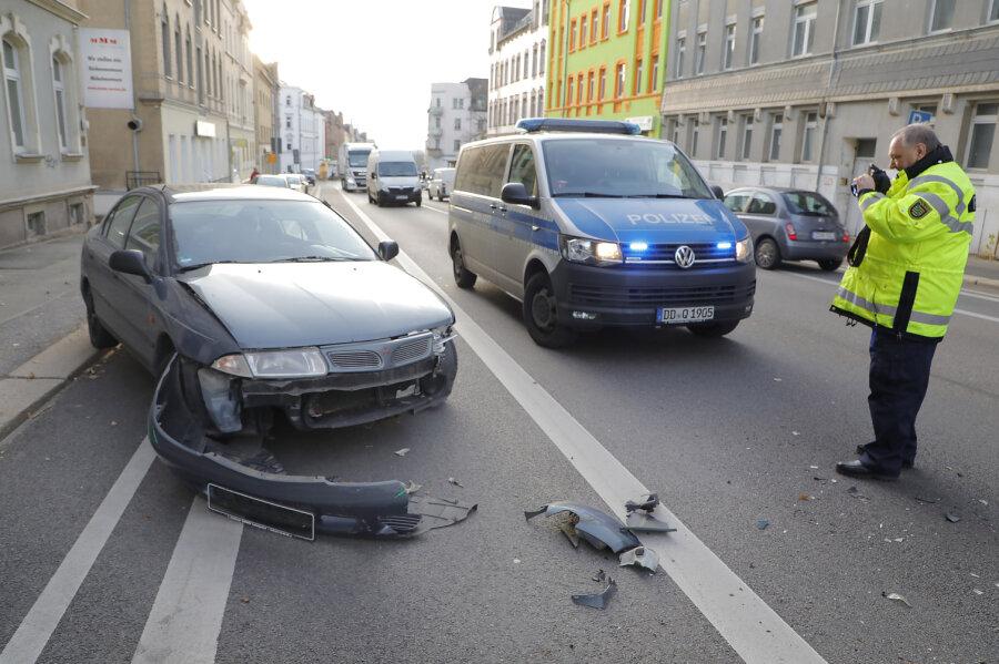 Unfall mit zwei Verletzten nach Ausparken