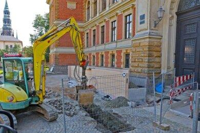 Am Landgericht werden derzeit Rampen angebaut, die Rollstuhlfahrern das Betreten den Gebäudes erleichtern sollen.
