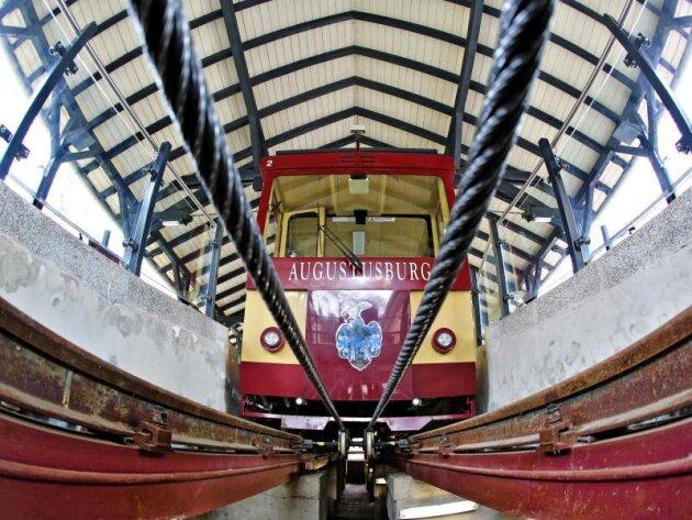 Die Drahtseilbahn Augustusburg steht in der Bergstation.