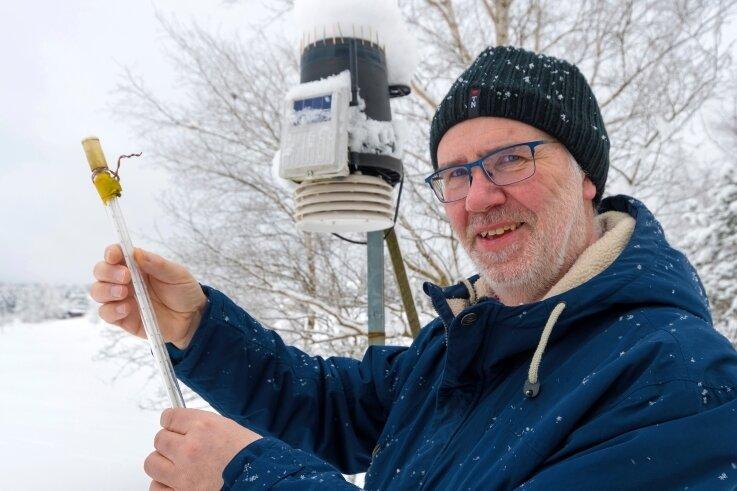 Mit minus 32,2 Grad Celsius, gemessen in Bodennähe, registrierte Peter Weiße am Sonntagmorgen die bis zu diesem Zeitpunkt tiefste gemessene Temperatur des Winters in Kühnhaide.