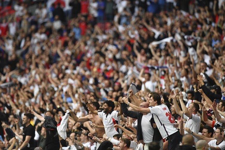Englische Fans im Wembley-Stadion