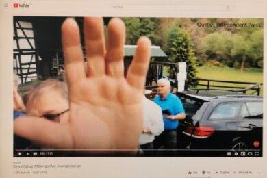 : Erst ging's verbal hin und her, dann wurden AfD-Vertreter gegen einen freien Journalisten außerhalb des Gasthofes Lochbauer handgreiflich. Der Streit ist auf dem Internetportal Youtube dokumentiert