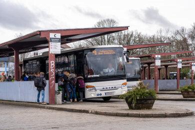 Der Busbahnhof Rodewisch ist neben dem in Plauen eine der am stärksten genutzten Haltestellen im Vogtland. Deshalb soll er umgebaut werden.