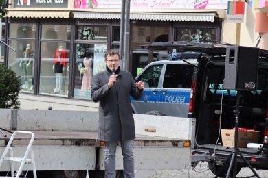 Stefan Hartung, NPD-Stadtrat in Aue-Bad Schlema, hatte die Kundgebung auf dem Auer Altmarkt beantragt.