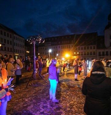Beim Einheitssingen auf dem Glauchauer Markt sangen 150 Menschen.