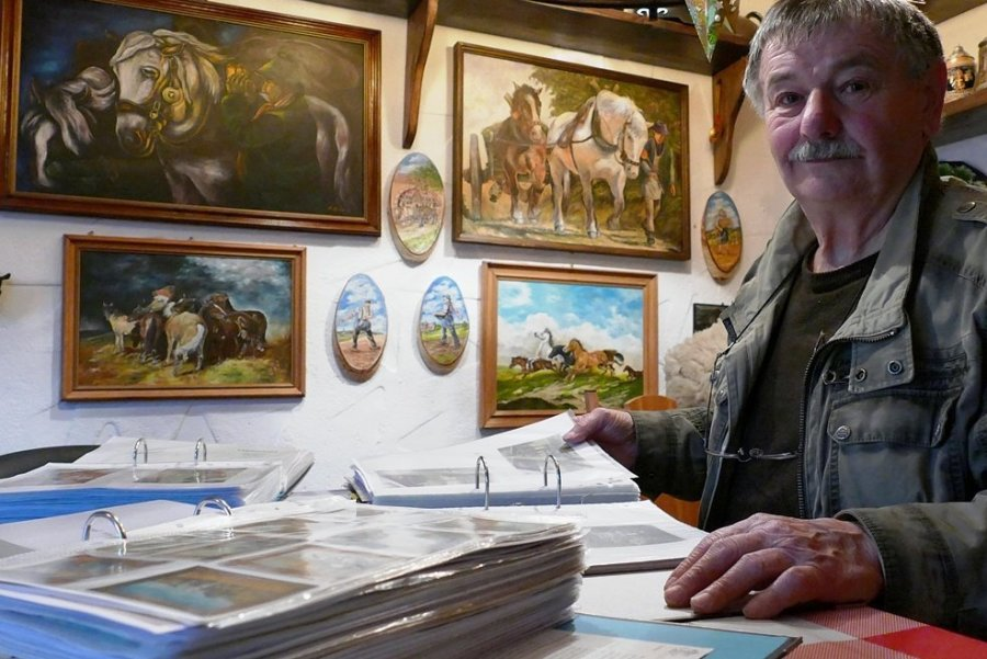 Seine Wandertouren und noch viele weitere Ereignisse hat Helmut Müller in Ordnern festgehalten, die er sich in seinem Gartenhaus immer wieder gern anschaut. Dort hängen auch Bilder, die der 80-jährige Dittersdorfer selbst gemalt hat.
