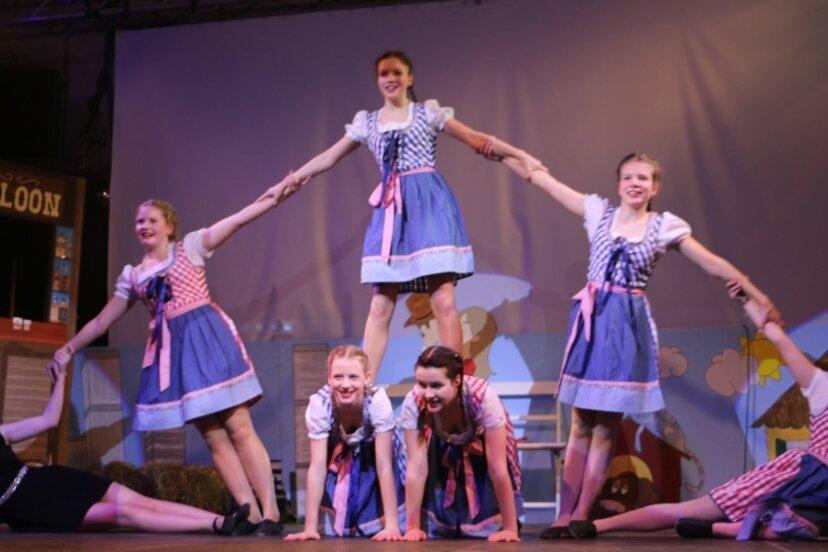Die feschen Mühltroffer Mädels von der Mühltroffer Carnevalsgesellschaft Blau Weiß. In diesem Jahr müssen sie wegen Corona pausieren.
