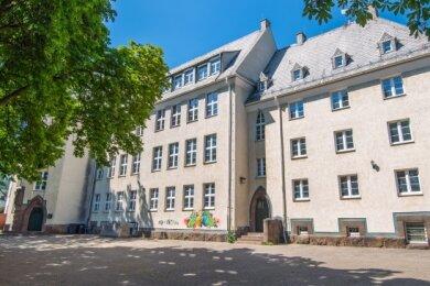 Plötzlich wieder interessant: das ehemalige Gymnasium, in dem seit zwei Jahren die Montessori-Schule untergebracht ist. Erst hatte sich die Stadt gegen den Kauf entschieden. Jetzt hat sie ein neues Angebot abgegeben.