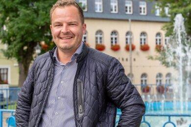 Erik Schulze wurde 1978 in Erlabrunn geboren. Mit seiner Frau Cindy Beer hat er zwei Töchter.