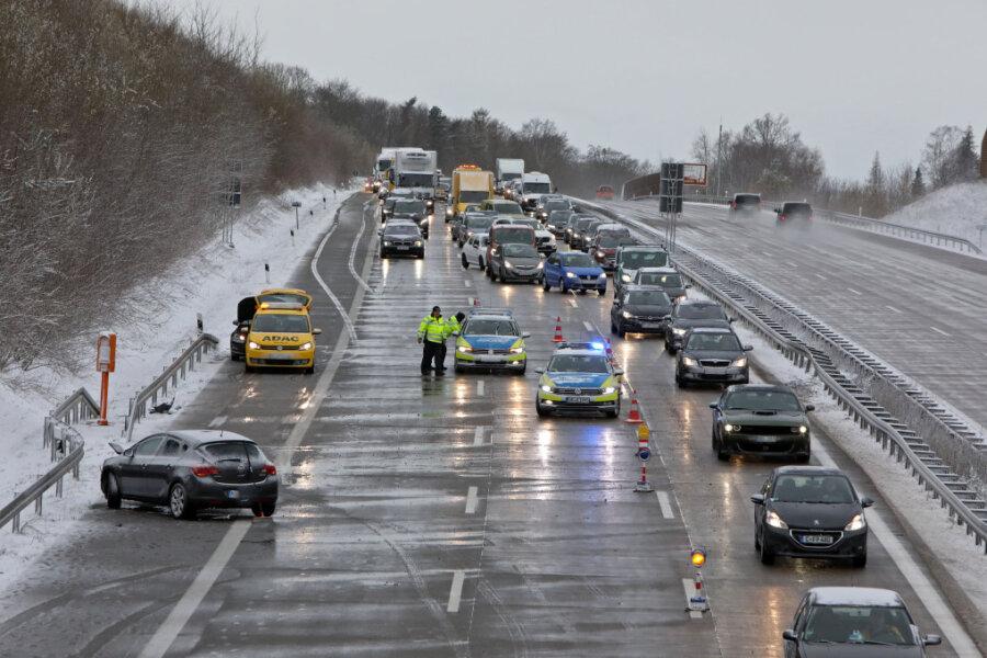 Mehrere Glätte-Unfälle auf A4: Fahrbahn war zeitweise gesperrt