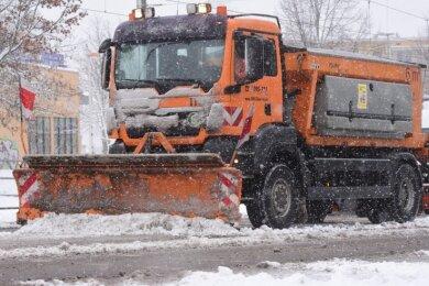 Der Winterdienst hatte seit der Nacht auf Dienstag alle verfügbaren Fahrzeuge im Einsatz. Trotzdem konnte nicht jede Straße geräumt werden.