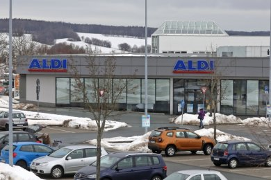 Ein Mann betrat die Aldi-Filiale am Auersberg-Center, um angeblich Geld für Kinder und Gehörlose zu sammeln.