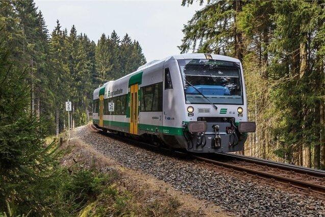 Länderbahn sperrt bei Bombenfund Strecke