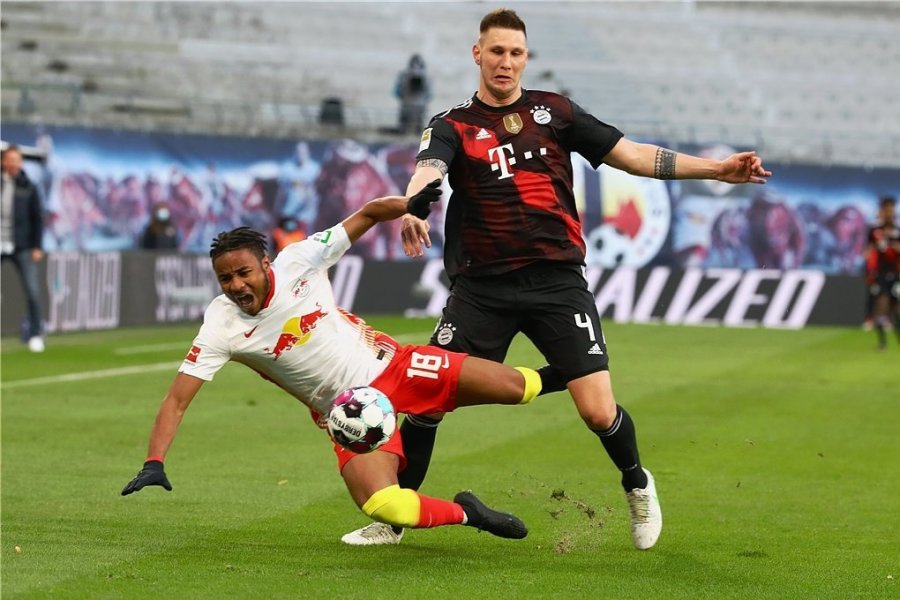 Christopher Nkunku (links), hier von Niklas Süle gebremst, ist mit sechs Treffern einer von drei Leipziger Toptorschützen der Saison.