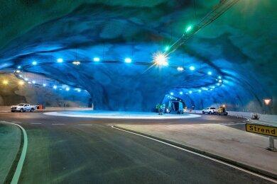 Reisen wie Kapitän Nemo im Eysturoyar-Tunnel.