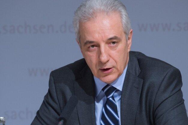 Sachsens Ministerpräsident Stanislaw Tillich (CDU) auf der Pressekonferenz am Dienstag.
