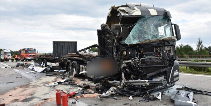 Feuerunfall mit drei Lastwagen