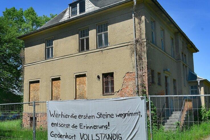 Erst drohte der Abriss, nun soll sie zumindest teilweise erhalten werden: Die auch von den Nazis genutzte Fabrikantenvilla auf dem Gelände des ehemaligen KZ Sachsenburg.