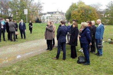 Bundeskanzlerin Angela Merkel am Zwickauer Gedenkort für die zehn NSU-Mordopfer