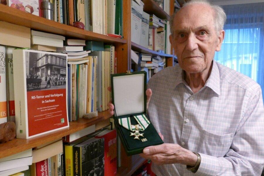 Neben zahlreichen Büchern, von denen er einige selbst mit verfasst hat, verfügt Dr. Hans Brenner aus Zschopau nun auch über den Sächsischen Verdienstorden - die höchste staatliche Auszeichnung des Freistaats.