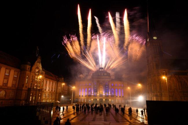 Zur Feier des Tages gab es auf dem Theaterplatz noch ein Feuerwerk.