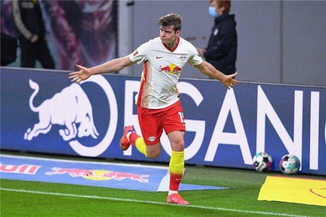 RB-Stürmer Alexander Sörloth bejubelt seinen Siegtreffer gegen Borussia Mönchengladbach.