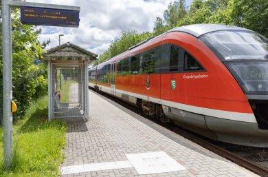 Die Erzgebirgsbahn rollt mindestens bis 2024 weiter durch das Erzgebirge und investiert weiter in ihre Infrastruktur: Unter anderem sollen als nächstes die beiden Haltepunkte in Sehma (Foto) und in Schwarzenberg sowie der Bahnhof Annaberg-Buchholz/Süd barrierefrei umgebaut werden.