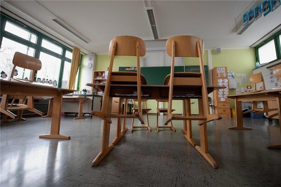 Für Grundschüler könnte es am Montag zurück an die Schule gehen. Die Entscheidung fällt die Politik in Bund und Ländern diese Woche. Seit Mitte Dezember sind Sachsens Schulen geschlossen, bislang gibt es nur Ausnahmen für die Schüler von Abschlussklassen und Notbetreuung für Grundschulkinder.