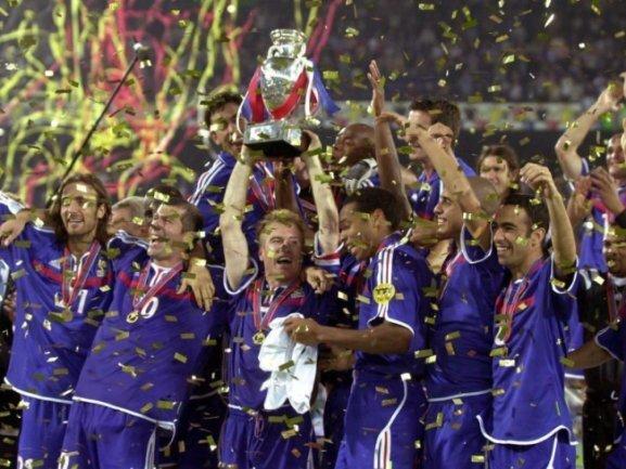 Die französische Nationalmannschaft nach ihrem Finalsieg 2000 gegen Italien.