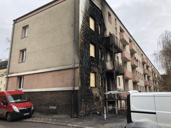 Die Fassade wurde großflächig verrußt.